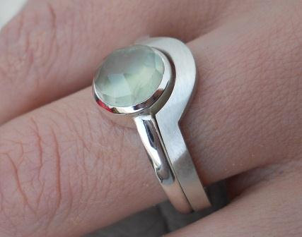 Prehnite ring with fitted band